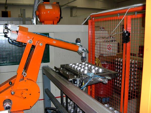 Робот на производстве SEA